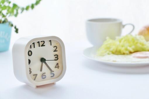 朝/昼キャバのメリット・給料・夜との違いは?比較して分かりやすく紹介