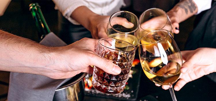 ギャラ飲み:飲み会に参加するだけで稼げるネオガールズバイト